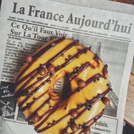 Passion fruit & dark chocolate donut-shaped cream puff <3